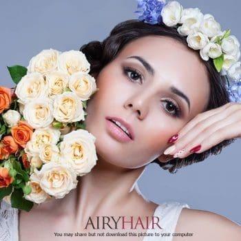 Eine Kombination aus weißen Blüten und schwarzen Haaren