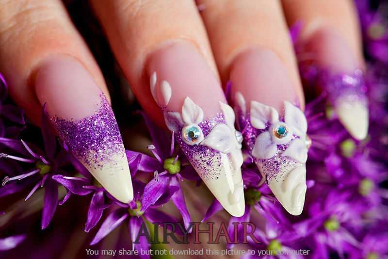 Absolutely stunning nail polish design with flowers & sparkles