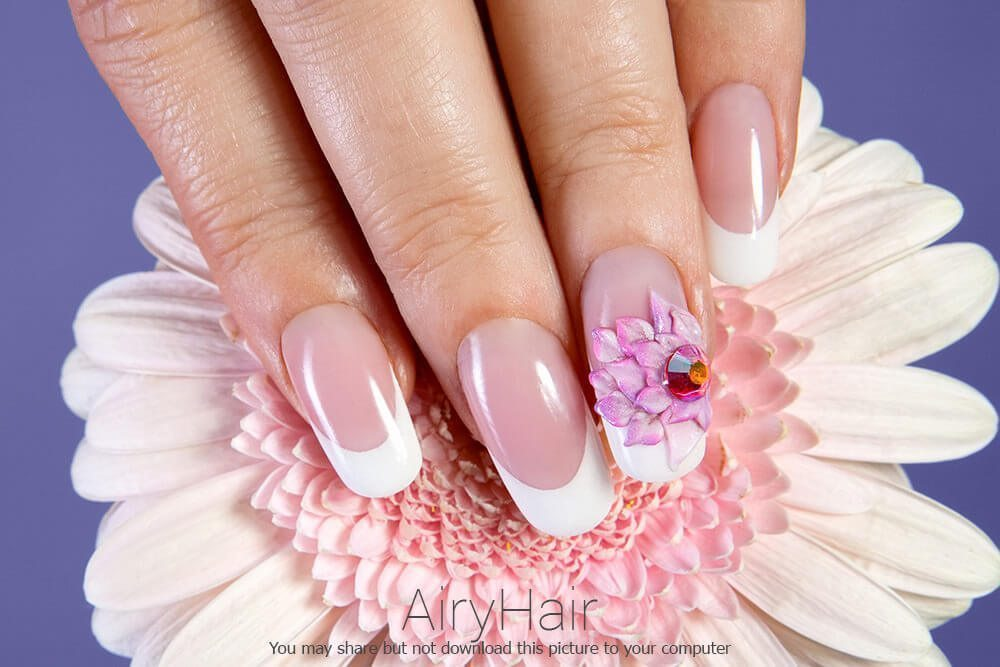 Simple manicure with flowers