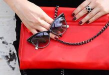 Top 20+: Things Every Girl or Woman Should Keep in Her Purse (2021)