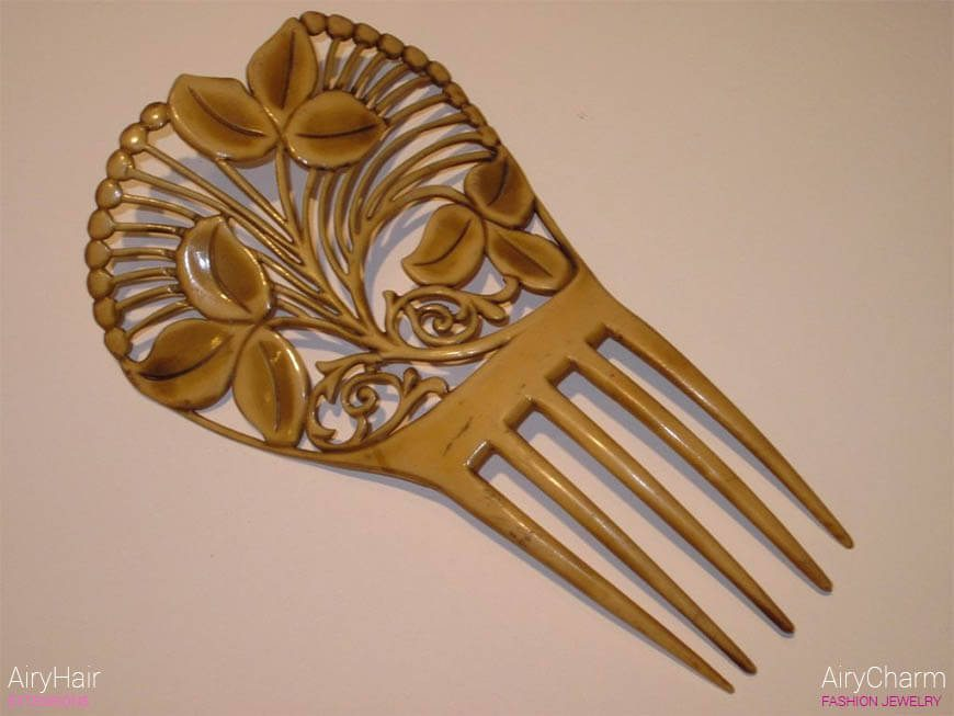 Wooden Victorian hair comb