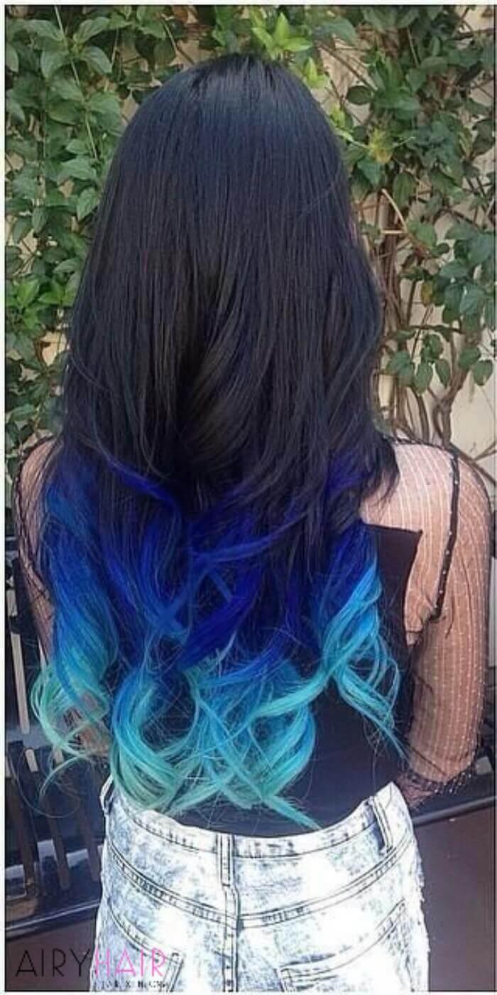 Голубые кончики на тёмных волосах