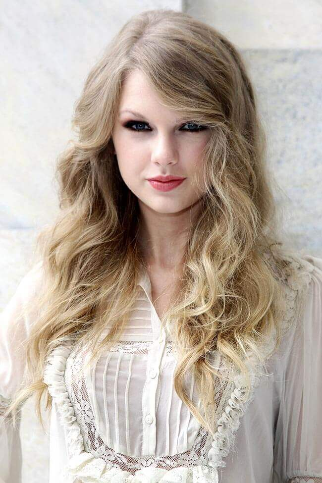 Taylor Swift with Hair Extensions